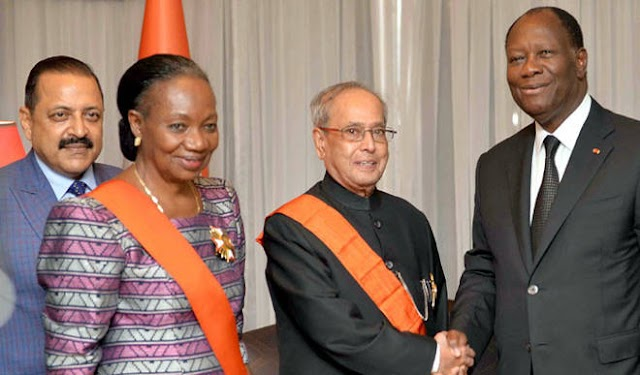 प्रणब मुखर्जी को राष्ट्रपति अलासेन ने सर्वोच्च सम्मान प्रदान किया