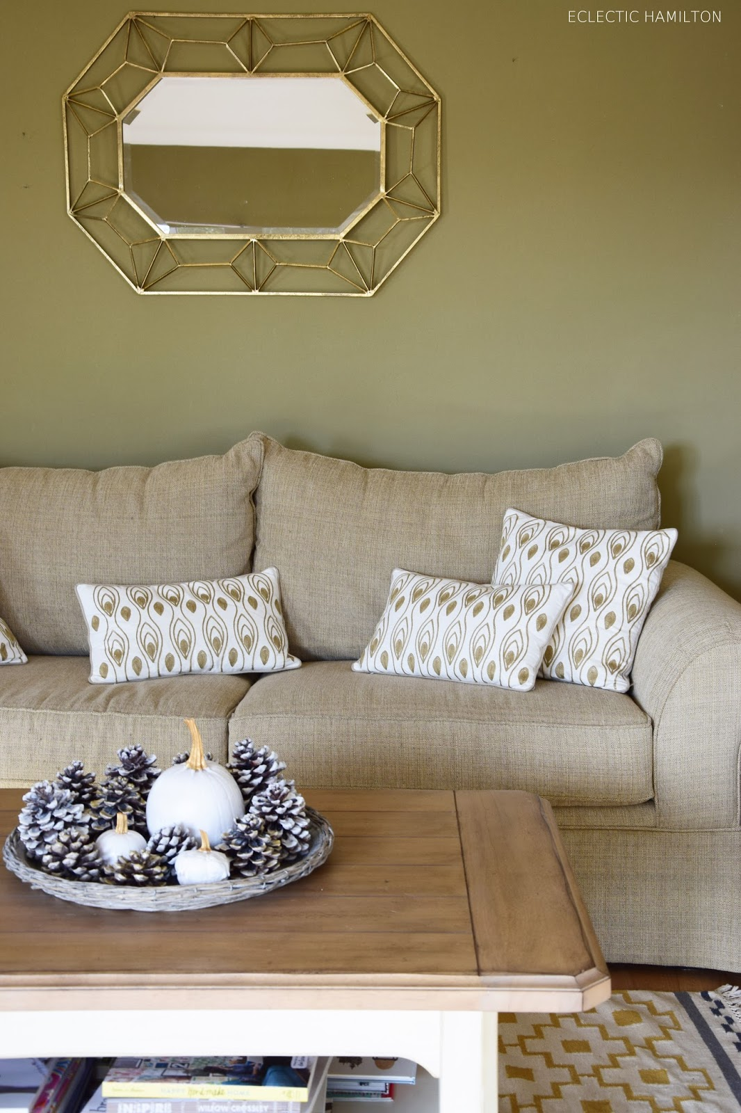 Dekoidee mit Wabenbällen Pompoms: Selbstgemacht und schnell dekoriert im Wohnzimmer. Dekoration