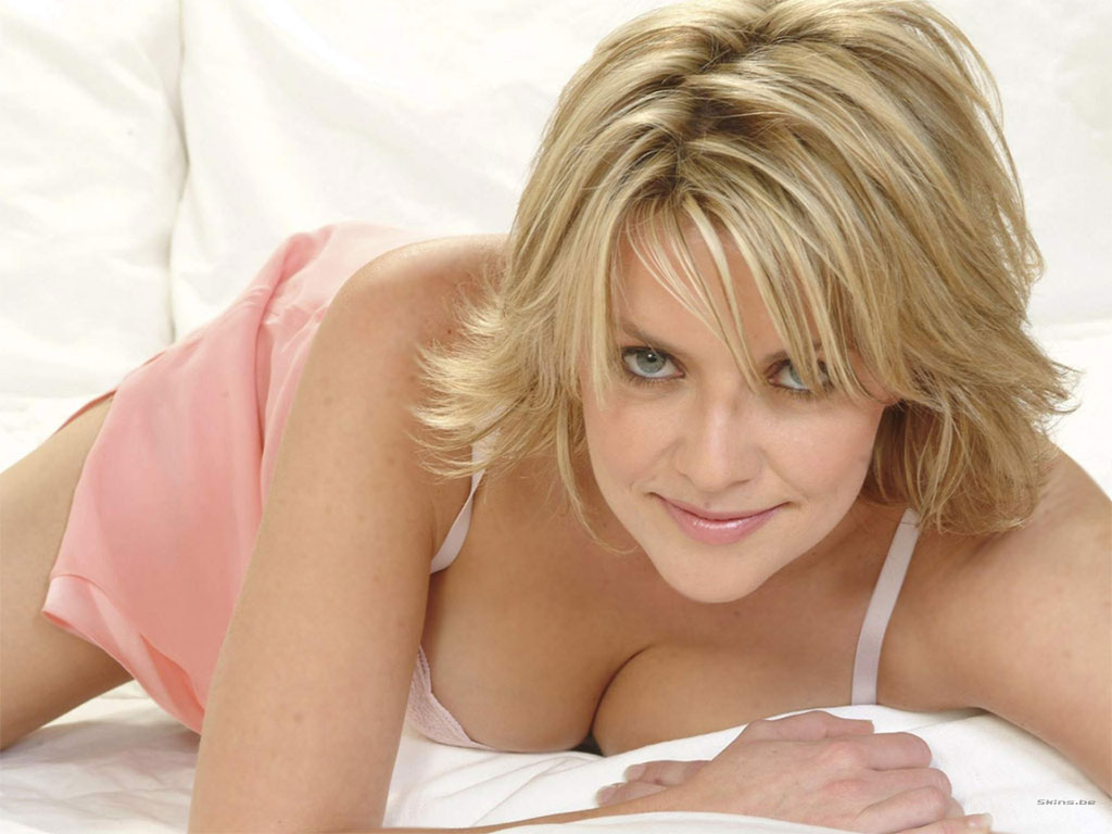 Amanda tapping totally naked porn