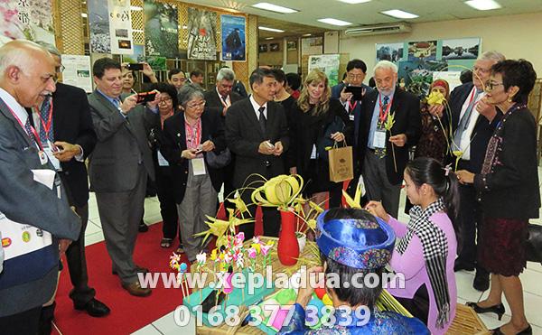 Xếp lá dừa cho sự kiện 'ASEAN Romantic Viet Nam Night'