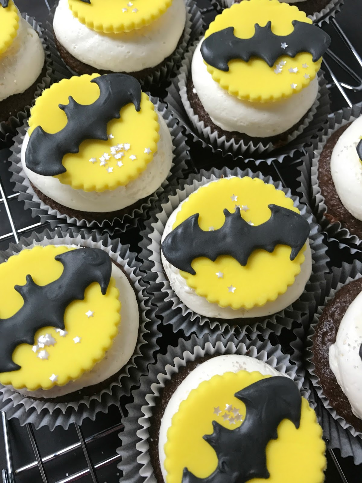 Easy Fondant Decorated Batman Cupcakes Sweet Jenny Belle