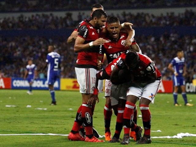 Vinícius Jr. brilha, e Flamengo vence o Emelec