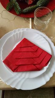 Kolejna inspiracja na łatwe szycie. Choinka zrobiona z serwetki papierowej.
