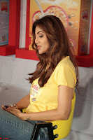 Shilpa Shetty super cute fit in Yellow T Shirt 25.JPG
