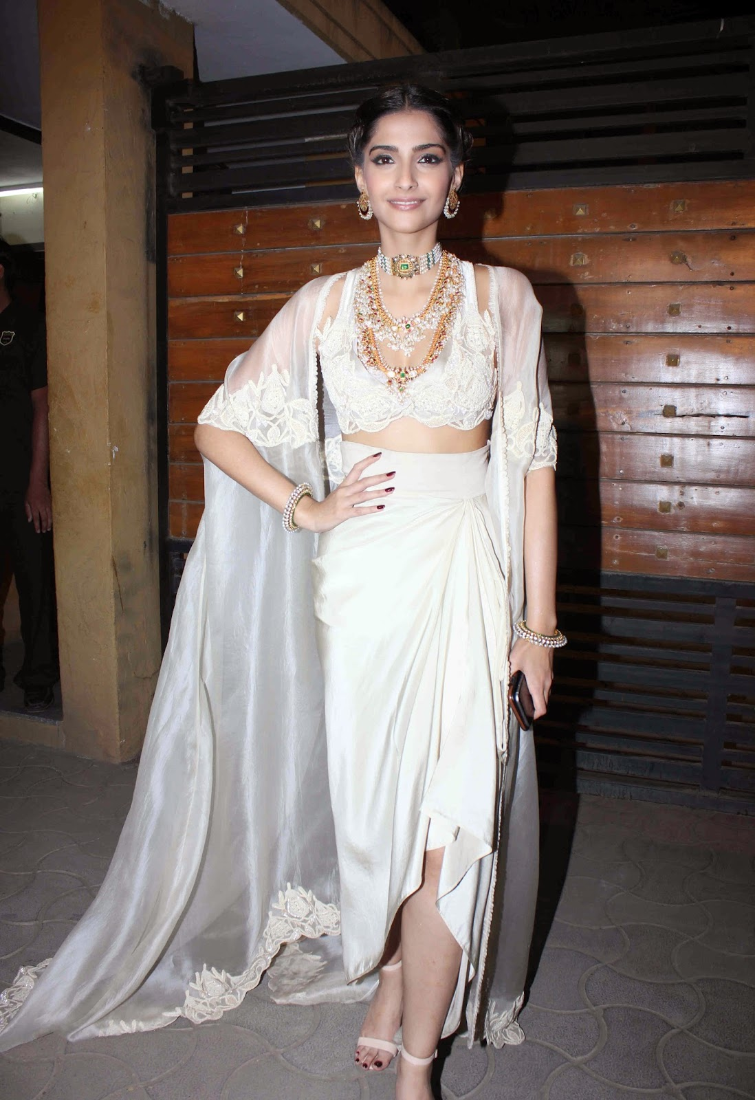 Bollywood Hot Doll Sonam Kapoor Photos In White Dress At Film fare Awards