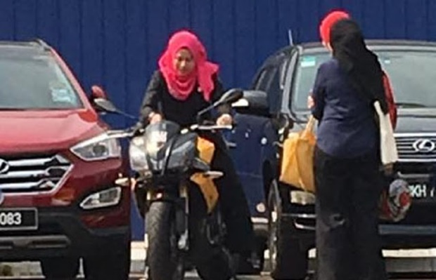 (Video) Ahli Parlimen Wanita Tunggang Motor Berkuasa Tinggi Cetus Perhatian!