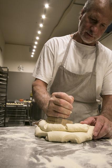 Pane di Matera al panificio Perrone, il forno di Gennaro-Matera
