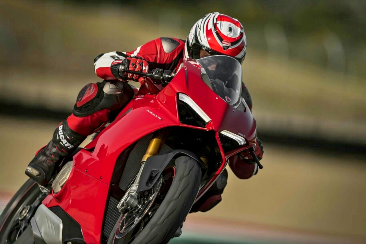 Ducati resmi rilis New Panigale dengan mesin V4 keturunan langsung dari Desmosedici !