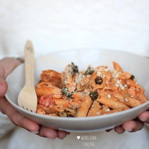 Zapiekanka z makaronem, pomidorami i szpinakiem