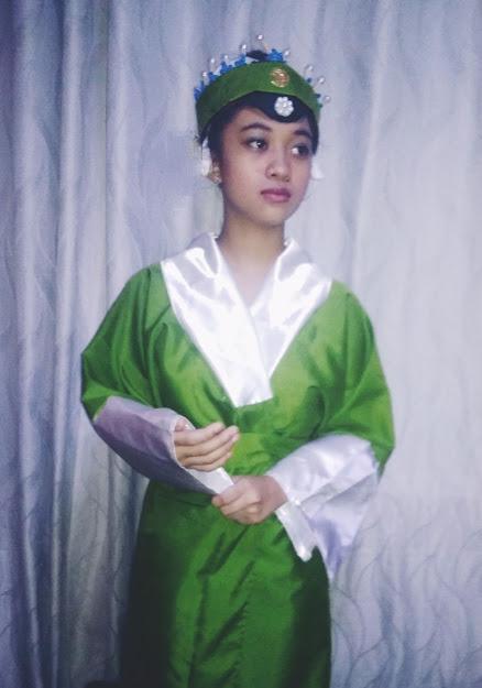 Peking Opera headdress and costume of Laodan