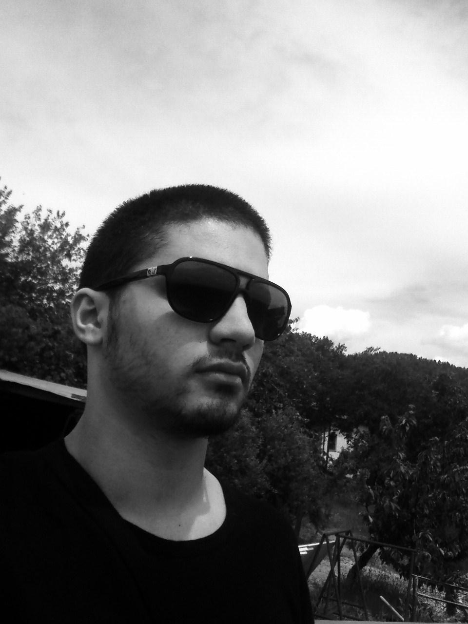 Tagli di capelli: TAGLIO CAPELLI RASATI MILITARE 2012 autunno