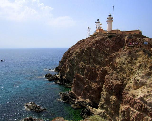 Faro de Cabo de Gata y arrecife las sirenas