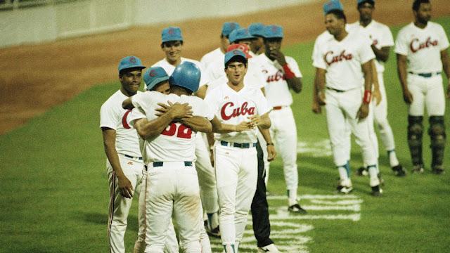 La pelota cubana vivió una época de gloria falsa y de tanto bombo y platillo de la prensa, con aquello de 'El mejor beisbol amateur del mundo', gran parte de la afición se creyó el cuento