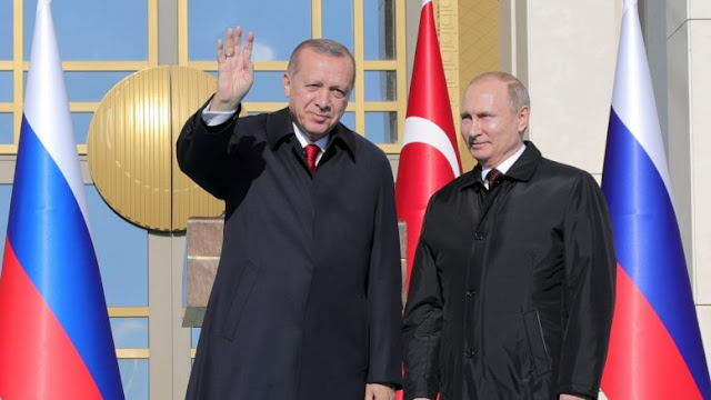 """Η ρωσική επέλαση στην Τουρκία: Πως η Μόσχα """"αγκαλιάζει"""" την Άγκυρα, πιέζοντας τον Ερντογάν"""