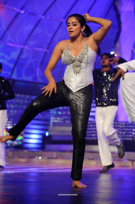 Malayalam Actress: Priyamani Latest Hot Dance Stills