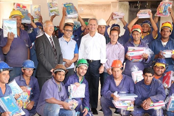 PaulOOctavio inicia distribuição de kits escolares nos canteiros de obras