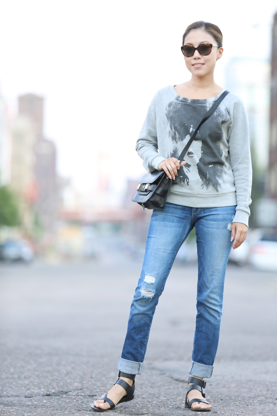 7bf991fea8 Uuber Casual: Slouchy jeans + Comfy sweatshirt