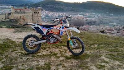Enduro, motocross, Vista de Valderrobres, Teruel, castillo
