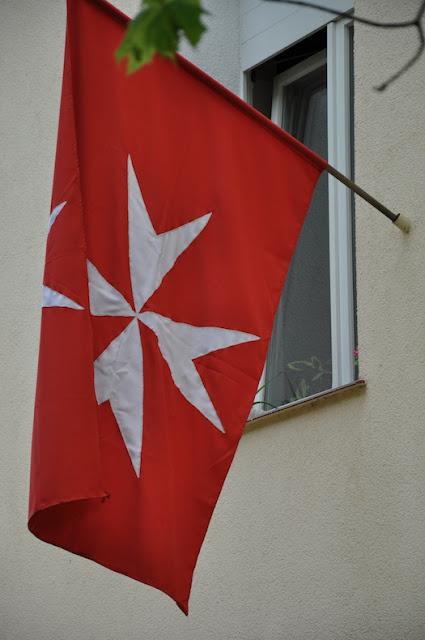 Kościół św. Jana Jerozolimskiego za murami w Poznaniu - flaga maltańska