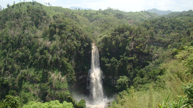 Vantawng Waterfall