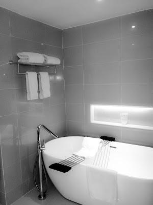 foto Bathtub hitam putih