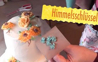 Sommerliche Tiramisu-Torte mit Blüten aus Buttercreme: Sonnenblumen, Rosen, Hortensien, Himmelsschlüssel und Vergissmeinnicht - Videotutorial