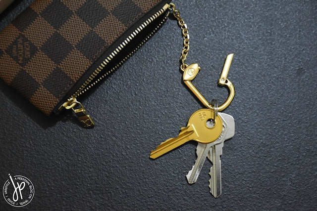 coin purse with attached key chain and keys