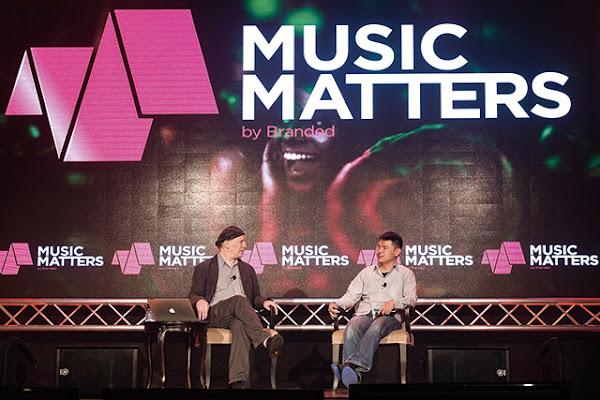 KKBOX執行長林冠羣(右)現身亞洲音樂產業B2B年會Music Matters的一場論壇