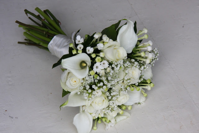 simple flower bouquets for weddings the flower magician a simply all white wedding 7483