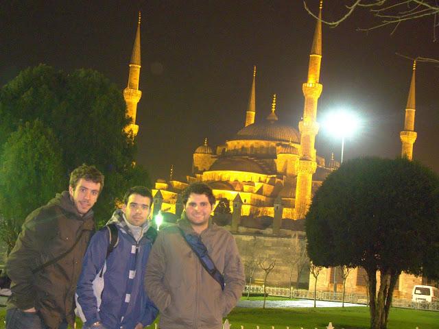 Hagia Sophia por la noche en Estambul