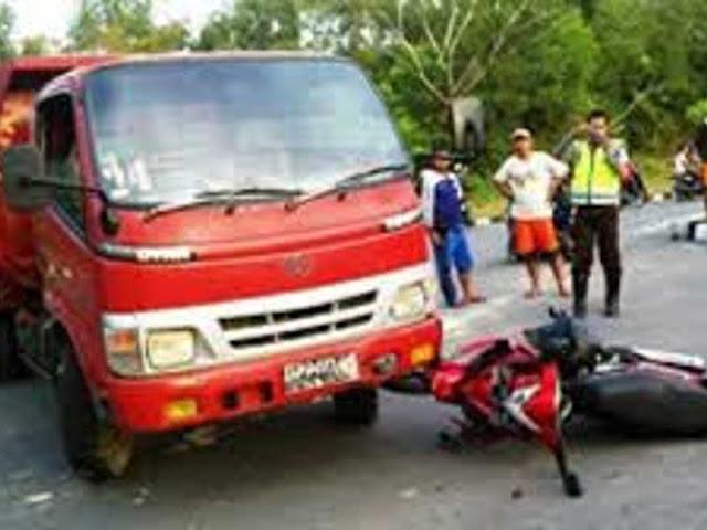 Kurang Hati-Hati, Truck Tabrak 2 Motor di Koya Barat