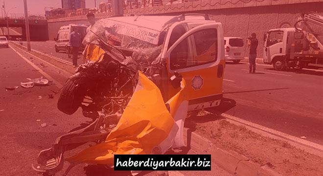 Fatal car crash in Diyarbakır left 3 dead and 2 injured