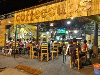 35+ desain warung kopi outdoor sederhana, motif masa kini!