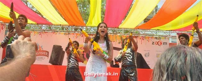 Sunny Leone, Sunny, Tanisha, Poonam & Kainaat at Zoom Holi Party 2014