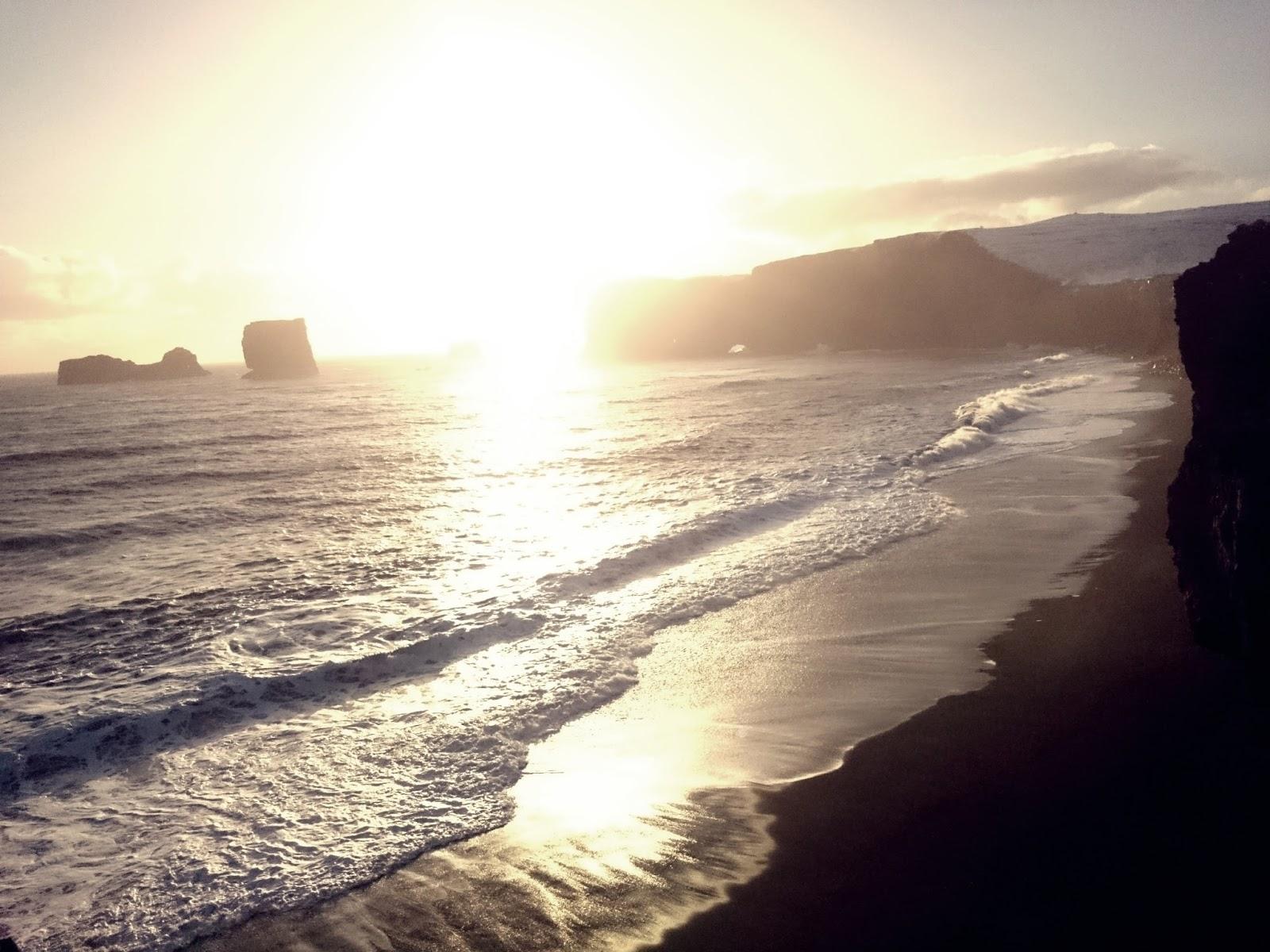 zachód słońca, plaża, czarna plaża, Dyrholaey, Islandia, panidorcia, blog o Islandii
