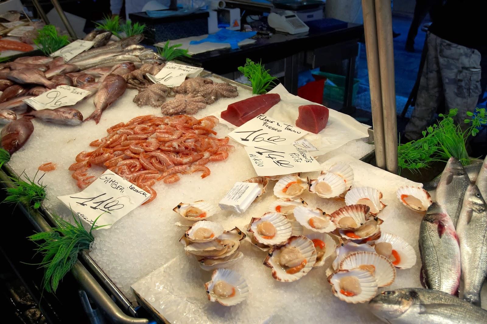owoce morza na targu w Wenecji we Włoszech