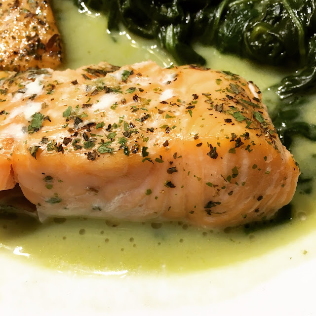 Lachs mit frischem Spinat