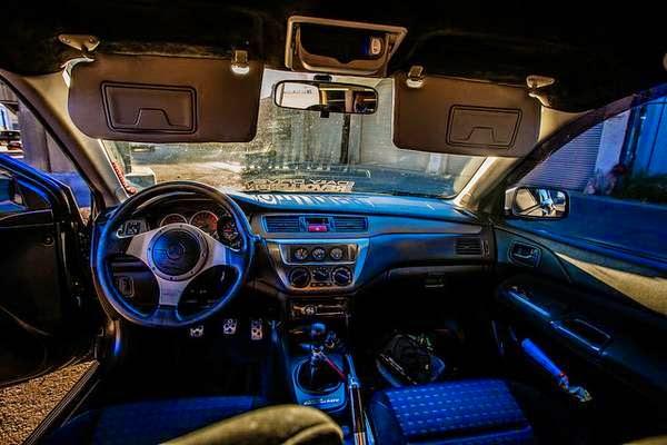 Mitsubishi Lancer Evolution 8 Interior