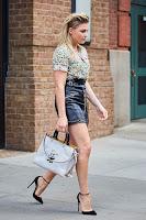 Chloe Grace Moretz toes cleavage (orteils naissants) 0527145339497_50_picturepub.net+Moretz+%252846%2529