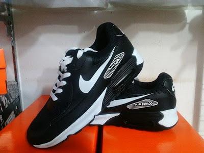 ... store nike airmax 400. rp 250000. warna hitam putih import ready all  size 6558a b6ae041c26