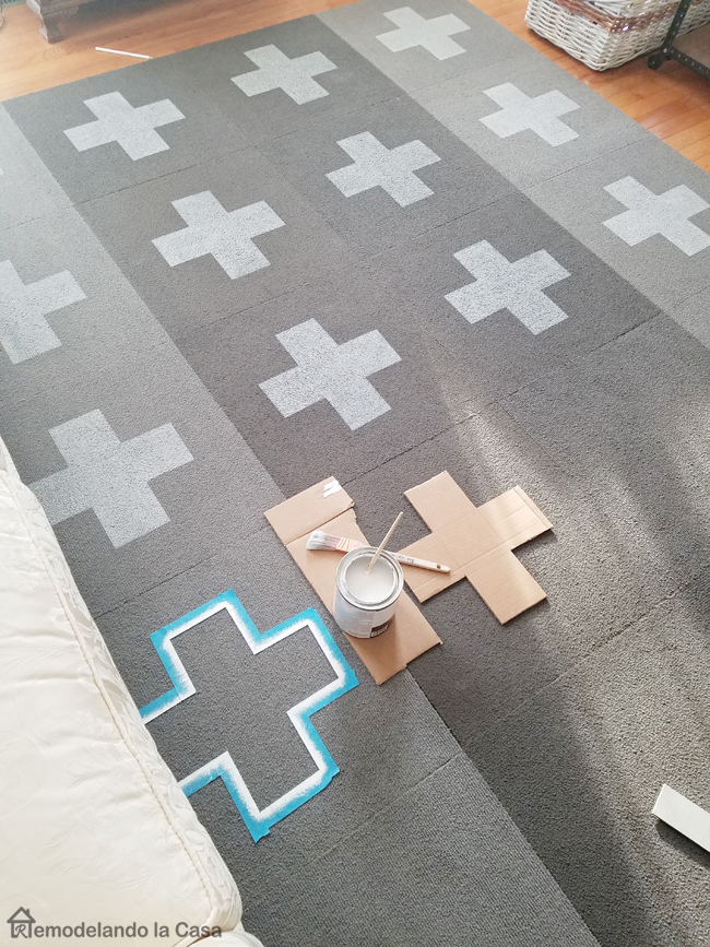 Diy Painted Swiss Cross Rug Remodelando La Casa