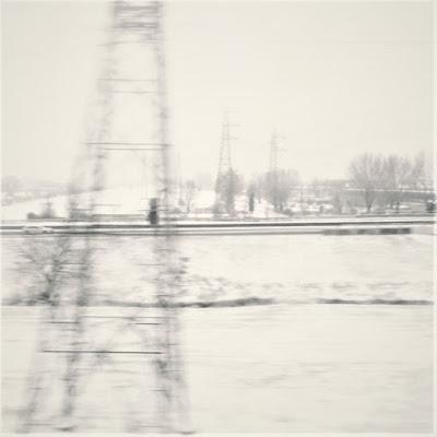 Nastrone per il treno in mezzo alla neve