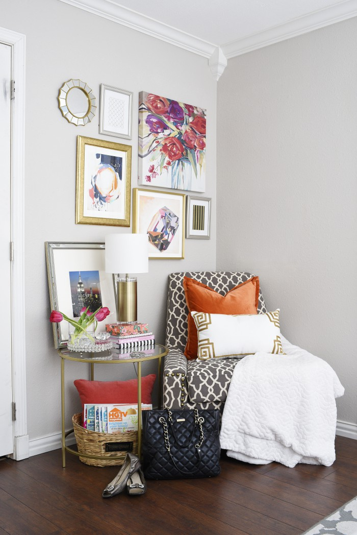 A summer home tour filled with florals, bright colors and touches of gold all over. | via monicawantsit.com