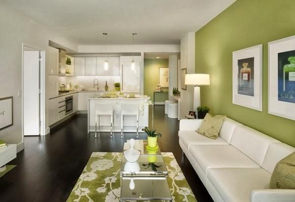 Sala decorada con acentos verdes