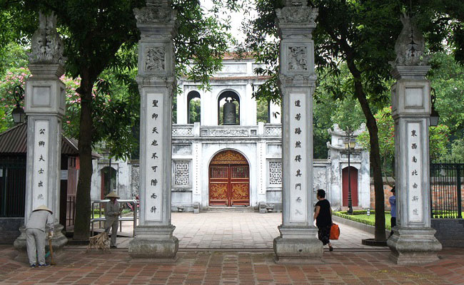 Xvlor.com  Temple of Literature is Imperial Academy built by Lý dynasty in 1076