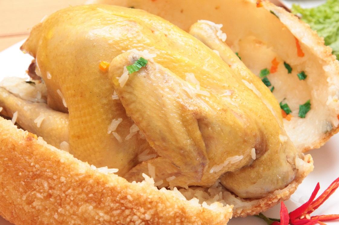 """Cách làm gà bó xôi nguyên con bao """"NGON"""""""