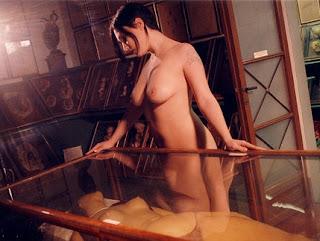 Ovidie nue dans LA NUIT DES HORLOGES, film fantastique de Jean Rollin