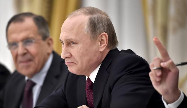 Image Attribute: British Prime Minister David Cameron (L) and Russian President Vladimir Putin (R). REUTERS/Joshua Roberts/Alexander Nemenov/Pool