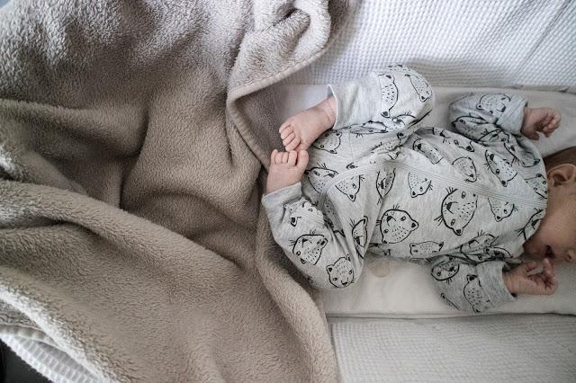 Mooseskori, ensisänky, kehto, vauva