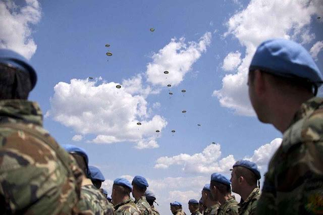 Exercícios conjuntos com paraquedistas dos EUA na Bulgária.